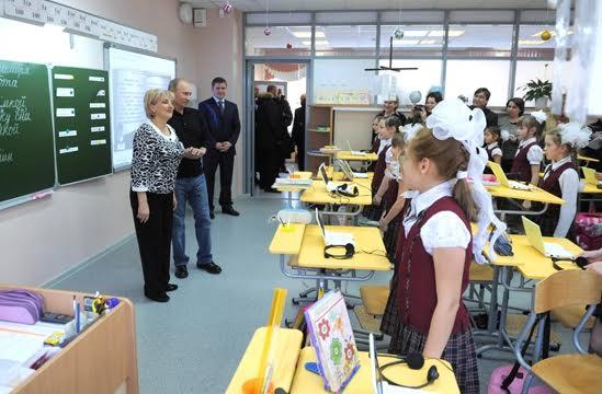 В.В. Путин в одной из школ Хакасии, где применяются здоровьесберегающие технологии В.Ф. Базарного.
